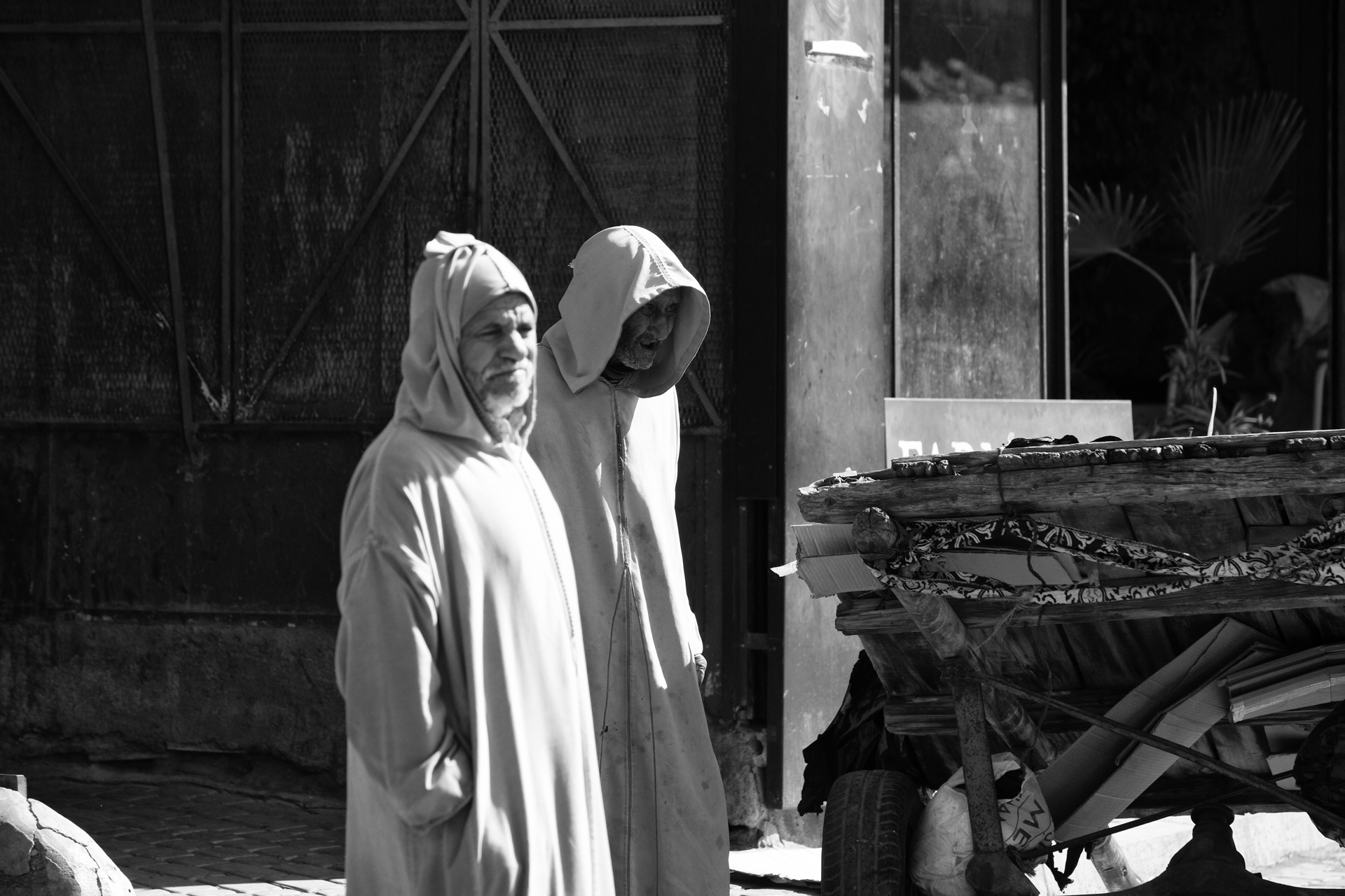 Almudena Plaza-Marrakech-men-street 2