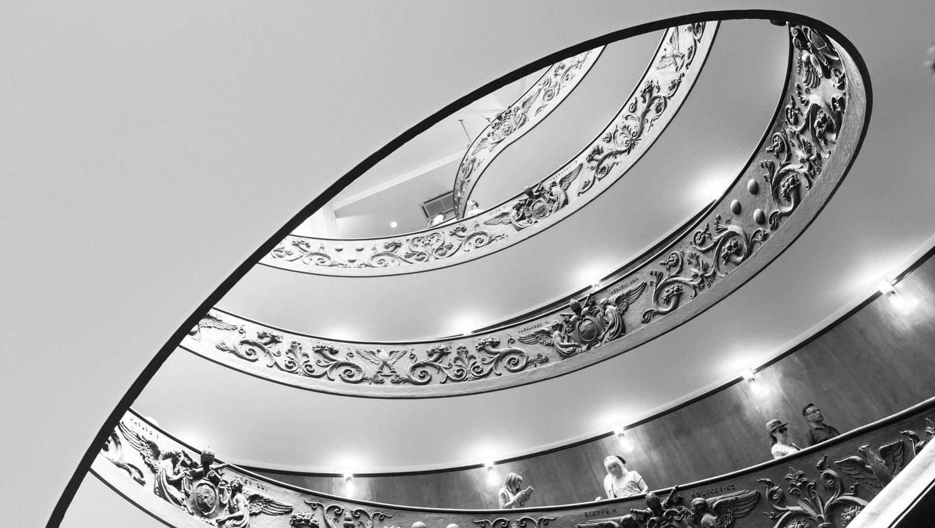 Almudena Plaza-Roma-escalera-museovaticano 2
